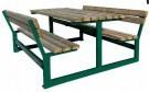 Tische und Bänke für Picknick