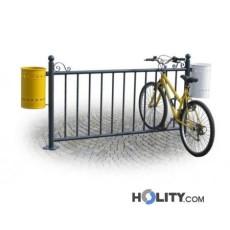 Metallabsperrung als Fahrradständer mit Abfalleimern h28739